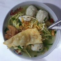 Photo taken at Bakso Magetan by Erlyna K. on 2/20/2014