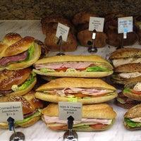 Das Foto wurde bei artisan boulangerie co. von Victoria C. am 12/3/2013 aufgenommen