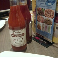 Photo taken at Pizza Hut by Ilham K. on 1/23/2013