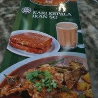 Photo prise au Restoran Kari Kepala Ikan SG par Fish L. le6/29/2017