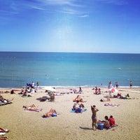 Foto tirada no(a) Praia da Barceloneta por Wesley D. em 6/20/2013
