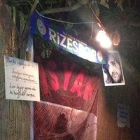 7/1/2013 tarihinde Zehraziyaretçi tarafından İsyan Meyhane'de çekilen fotoğraf