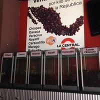 Foto tirada no(a) Cafe La Central por Jazmin R. em 1/23/2014