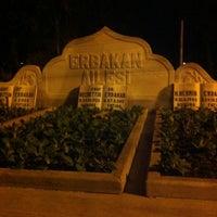 รูปภาพถ่ายที่ Erbakan Ailesi Kabristanlığı โดย Rıdvan K. เมื่อ 12/9/2012