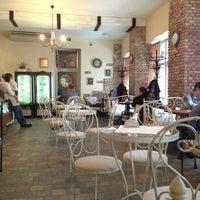 Foto tirada no(a) Cafeletto por Oksana A. em 3/18/2013