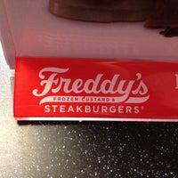 Foto tomada en Freddy's Frozen Custard & Steakburgers por Phillip M. el 12/29/2012