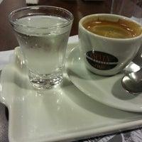 Foto tirada no(a) Seven Wonders Café por Eduardo S. em 7/6/2013