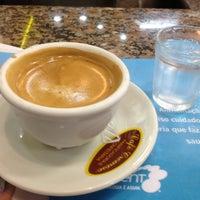 Foto tirada no(a) Café Cremoso por Rodrigo P. em 10/23/2012