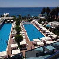 Das Foto wurde bei Q Premium Resort Hotel Alanya von Aziz K. am 8/6/2013 aufgenommen