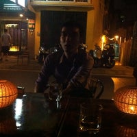 Photo taken at Cafe Tây Hồ by Hanh B. on 10/16/2012