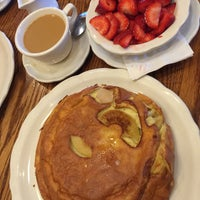 Photo taken at Walker Bros The Original Pancake House by Lucy T. on 6/10/2015