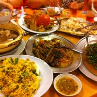 Photo taken at LaLa Chong Seafood Restaurant by Nebo on 10/14/2013