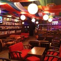 10/16/2012 tarihinde Jack D.ziyaretçi tarafından Hangover Cafe & Bar'de çekilen fotoğraf