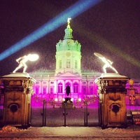 Photo taken at Weihnachtsmarkt vor dem Schloss Charlottenburg by steini on 12/10/2012