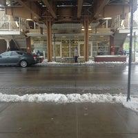 Photo taken at CTA - Montrose by Vietvet52 on 2/22/2013