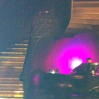 รูปภาพถ่ายที่ W Lounge โดย EVGENIA G. เมื่อ 10/17/2012