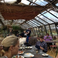 Photo prise au Petersham Nurseries Cafe par Lingjing Y. le4/21/2013