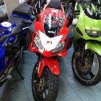 Photo taken at Heng Motor Enterprise by Gabriel G. on 10/20/2012