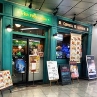 Photo taken at Irish Pub Stasiun (スタシェーン) 上野駅店 by Izumi T. on 1/29/2013