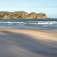Foto tirada no(a) Praia de Geribá por Claudia R. em 10/7/2012