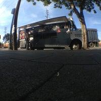 Photo prise au Mariscos Jalisco par goEastLos le5/3/2013