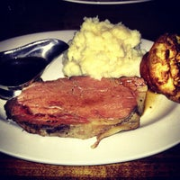 Foto tirada no(a) Smith Bros. Steakhouse & Tavern por Kaila Q. em 11/25/2012