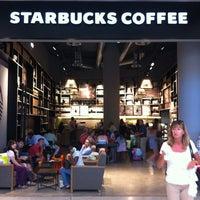 Photo taken at Starbucks by Bento O. on 8/8/2013