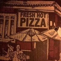 Foto tirada no(a) Tommy's Pizzeria por Rob D. em 8/2/2016