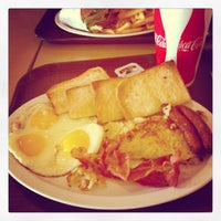 Photo taken at P&G Super Burger by Jerry M. on 10/21/2012