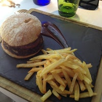 Foto tomada en Restaurante Vaca Nostra por Dave Mental el 5/20/2013