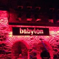 2/13/2013 tarihinde Tolga B.ziyaretçi tarafından Babylon'de çekilen fotoğraf