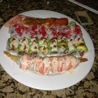 Photo prise au Tasu Asian Bistro Sushi & Bar par Josh L. le7/2/2013