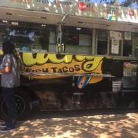 Photo prise au Ricky's Fish Tacos par Jenn le6/18/2017