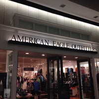 Photo taken at American Eagle Outfitters by Stephen on 8/29/2013