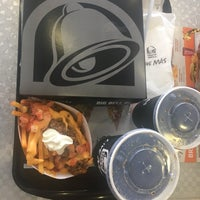 Photo taken at Taco Bell by Fabiano K. on 11/15/2016