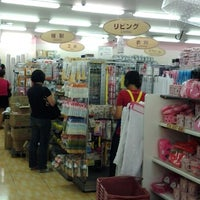 Photo taken at The Daiso (ザ・ダイソー) by Dendy G. on 11/17/2012