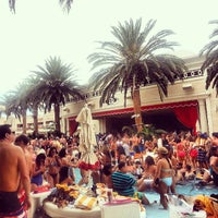 Photo prise au Encore Beach Club par Derrick F. le7/27/2013