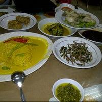 Photo taken at Restoran Padang Garuda by Vonny P. on 11/20/2012