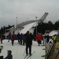Das Foto wurde bei Holmenkollbakken von Bram L. am 1/20/2013 aufgenommen