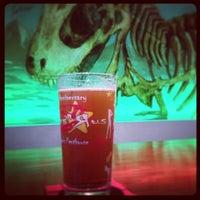 Foto tomada en Beer Saurus por Shinichi O. el 4/21/2013