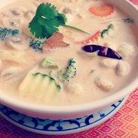 Foto tomada en Sivalai Thai Restaurant por Meredith M. el 1/20/2013