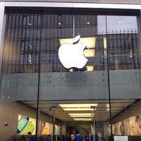 Photo taken at Apple Liverpool ONE by Samed K. on 10/21/2013
