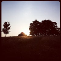 Foto tirada no(a) Hampstead Heath por Christopher R. em 7/21/2013