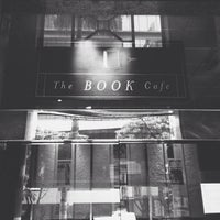 Foto tirada no(a) The Book Café por Denny D. em 6/9/2013