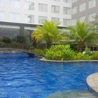 Photo taken at Swimming Pool Mercure by Emma on 5/15/2014
