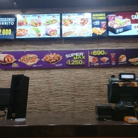 Photo taken at Taco Bell by Luis Antonio B. on 7/31/2017