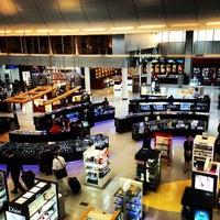 Photo taken at Doha International Airport (DOH) مطار الدوحة الدولي by Sacha, Zakaria R. on 5/26/2013