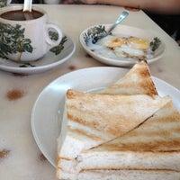 Photo taken at Restoran Hua Mui 华美茶餐室 by Nadiah J. on 11/10/2012