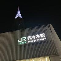 Foto tirada no(a) JR Yoyogi Station por synboo em 5/20/2017