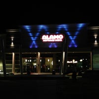 รูปภาพถ่ายที่ Alamo Drafthouse One Loudoun โดย Lisa M. เมื่อ 5/3/2013
